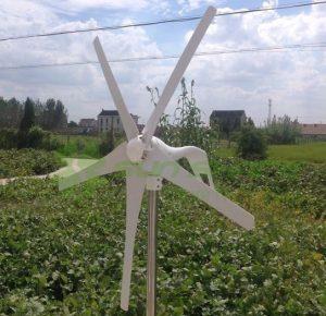 windmolen thuis kleine turbine zonnepalen energie wind windenergie gratis energie goede investering